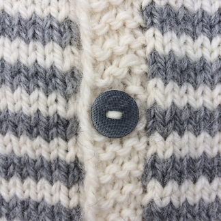 Gilet gris et blanc - Zoom bouton